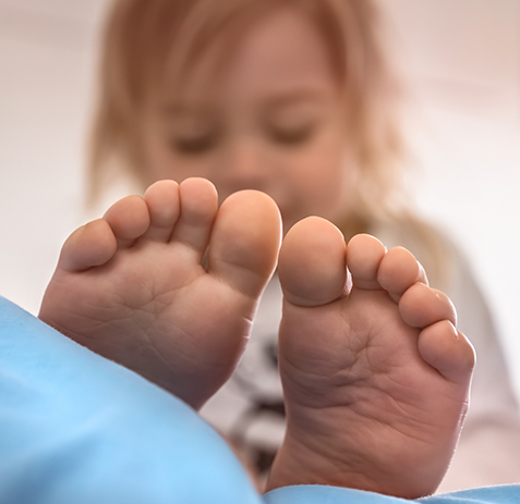 baby feet 3APKRE7